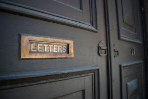 Quelques conseils pour rénover sa porte en bois