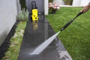 Nettoyez vos sols et surfaces extérieurs grâce au nettoyeur haute pression
