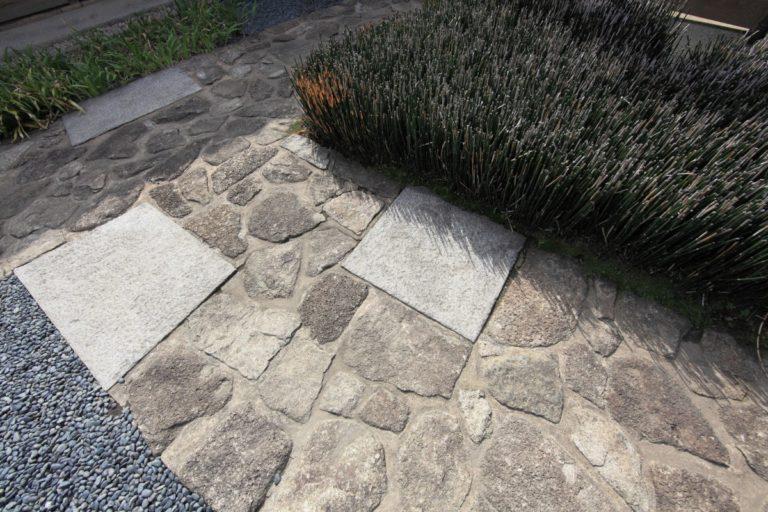 Comment réaliser une allée en béton parfaite pour sublimer votre extérieur?