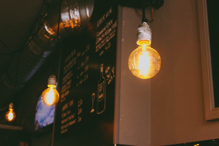 Comment créer une décoration industrielle dans son salon ?