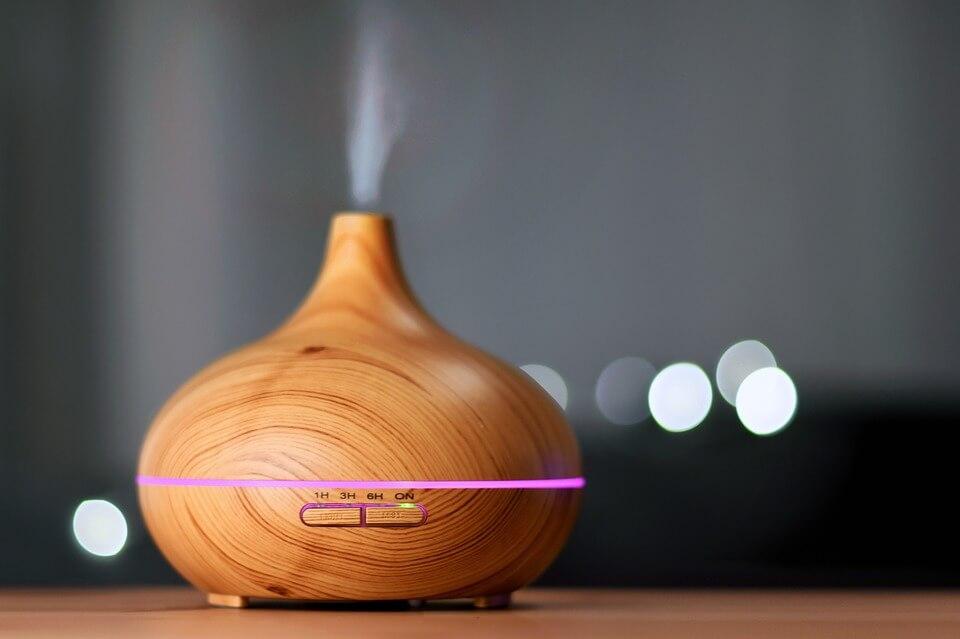 Le diffuseur d'huile essentielle apporte une jolie déco à votre intérieur