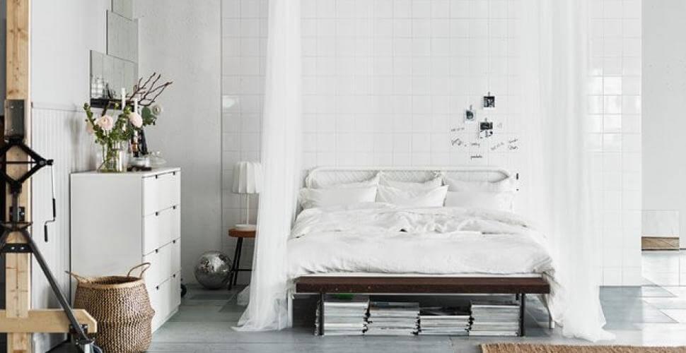 chambre avec un lit